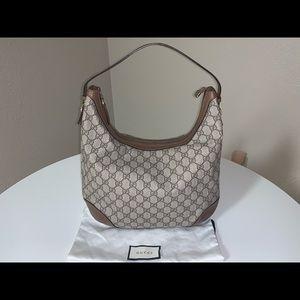 Authentic Gucci gg supreme canvas shoulder bag